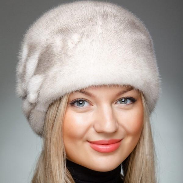 modnyye-zhenskiye-shapki-13
